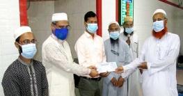 দুপচাঁচিয়া পৌরসভার পক্ষ থেকে ইমাম মোয়াজ্জিনদের সম্মানী প্রদান