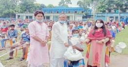 শ্রমিকদের খাদ্য সামগ্রী দিল বগুড়ার শিবগঞ্জ পৌরসভা