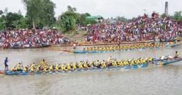 গাবতলীতে ইছামতি নদীতে মনোমুগ্ধকর নৌকা বাইচ
